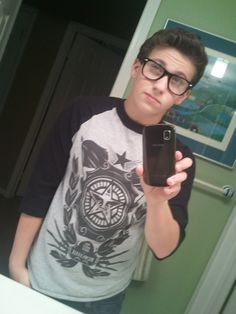 Like if this boy issss cuteee........ its mee