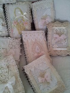 Original pinner sez: My order of lace covered journals that I am making. Shabby Chic Crafts, Vintage Shabby Chic, Handmade Journals, Handmade Books, Fabric Art, Fabric Crafts, Fabric Book Covers, Fabric Books, Fabric Journals