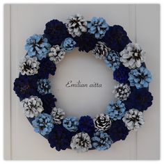 Pine Cone Art, Pine Cone Crafts, Pine Cones, Hobbies And Crafts, Diy And Crafts, Christmas Love, Door Wreaths, Projects To Try, Christmas Decorations