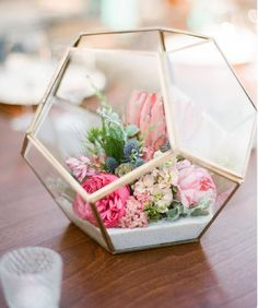 Add pastel blooms to a geometric terrarium to create a gorgeous modern spring centerpiece, perfect for Easter brunch. Add pastel blooms to a geometric terrarium to create a gorgeous modern spring centerpiece, perfect for Easter brunch. Beach Wedding Decorations, Centrepiece Wedding, Spring Decorations, Wedding Ideas, Wedding Themes, Wedding Simple, Wedding Reception, Trendy Wedding, Wedding Beach