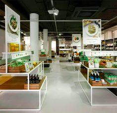 Bilder & Declerq, supermarkt in Amsterdam, opgericht in 2011. Niet weten wat je moet eten? Doe inspiratie op in de winkel en koop meteen een recept. Alle benodigdheden liggen bij elkaar op een tafel. Helaas twee weken geleden failliet gedaan; ze konden het niet winnen van nieuwe concepten als Hello Fresh. Mensen  kiezen voor nog meer gemak en hebben tegenwoordig liever de boodschappen aan huis geleverd.