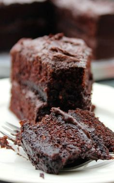 THE BEST CHOCOLATE CAKE (buttermilk, butter, milk, powdered sugar) 13 Desserts, Easy Chocolate Desserts, Chocolate Recipes, Delicious Desserts, Food Cakes, Cupcake Cakes, Bundt Cakes, Amazing Chocolate Cake Recipe, Best Chocolate Cake