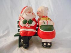 Whimsical Vintage Mr & Mrs Santa Claus Salt & Pepper Shaker Kissing on the Bench
