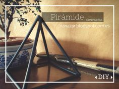 Pirámide con pajitas