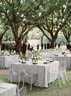 La Tavola Fine Linen Rental: Tuscany Natural | Photography: Sarah Kate Photographer, Event Design: Stefanie Miles, Floral Design: Bows + Arrows, Venue: Nasher Sculpture Center