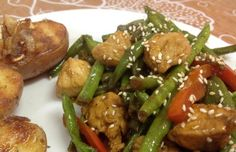 מתכונים מעולים לחזה עוף מוקפץ לארוחת צהריים קלה וטעימה. חזה עוף מוקפץ ברוטב צ'ילי, סויה, עם בצל, כרוב, ירקות, שעועית וגם בטמפורה.