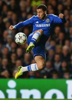Eden Hazard Photos - Eden Hazard of Chelsea controls the ball during the UEFA Champions League Round of 16 second leg match between Chelsea and Galatasaray AS at Stamford Bridge on March 18, 2014 in London, England. - Chelsea v Galatasaray AS
