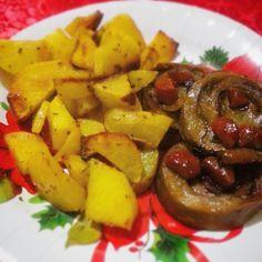 Questo rollè di seitan è ottimo da servire come secondo piatto per cene importanti, come può essere il cenone di Natale. Possiamo inoltre usare tutte le spezie che più ci piacciono per aromatizzarlo.