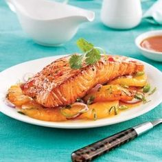 Saumon et ananas grillés lime et ail 15 min de prépa ! #recette #saumon #ananas Confort Food, Fish And Seafood, Japchae, Seafood Recipes, Sushi, Crockpot, Bbq, Food And Drink, Turkey