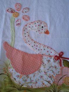 patch sofia e mel bebe Patch Quilt, Quilt Blocks, Hand Embroidery Flowers, Hand Embroidery Patterns, Bird Applique, Applique Quilts, Nursery Patterns, Quilt Patterns, Farm Quilt