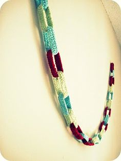 Cornflower Blue: Crochet Party Chain :: Photo Tutorial