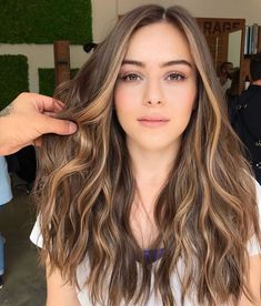 25 Stunning Images of Balayage Brown Hair That Make Us Want to Call Our Colorist Brown Hair Balayage, Brown Blonde Hair, Balayage Brunette, Hair Color Balayage, Hair Highlights, Light Brunette Hair, Brown Hair Shades, Light Brown Hair, Light Hair