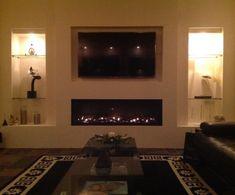Maasdam - Bij de familie van Moorsel uit #Maasdam is een Bellfires Horizon Bell XL 3 geplaatst, waarbij de muur volledig is benut. Zo is er niet alleen een 150cm brede gashaard geplaatst van #Bellfires, boven de haard bevindt zich de tv in een tv-nis en is de wand verder afgewerkt met tweetal inbouwkasten. #Fireplace #Fireplaces