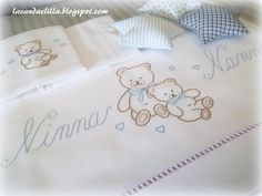 DISEGNO par lenzuolino o copertina da bimbi - modèle pour la literie de pouponnière Baby Sheets, Baby Bedding Sets, Nursery Bedding, Baby Embroidery, Cross Stitch Embroidery, Embroidery Designs, Bed Cover Design, Italian Baby, Patchwork Baby