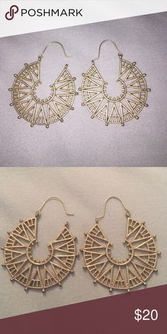 NWOT Towne & Reese gold earrings Never worn. Perfect condition. Nautical / compass themed earrings. Towne & Reese Jewelry Earrings