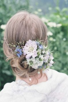 Nigella, scabious and wild grass wedding hair flowers