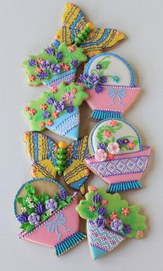 Springtime Butterflies, Baskets and Posies - By Julia M. Usher, these cookies use marbling, stenciling, and needlepoint techniques, among others!