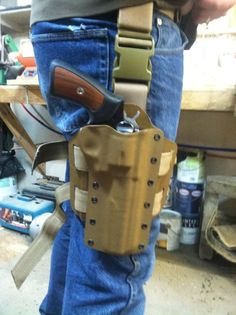 Leg holster for revolver by Coventry>> Emma Rohani(Cik Ani: Buhuong… Kydex Holster, Tac Gear, Cool Guns, Firearms, Shotguns, Guns And Ammo, Survival Gear, Tactical Gear, Leather Working
