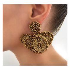 •GOLD IS GOLD• Nueva referencia disponible en Ciudad Jardin: calle 15B #105-11 y en Granada Av 9 Norte # 14N-50 @thesetshowroom . Los esperamos de lunes a sabado de 10 am a 7 pm Thread Jewellery, Textile Jewelry, Soutache Jewelry, Soutache Earrings, Crochet Bracelet, Crochet Earrings, Earrings Handmade, Handmade Jewelry, Silk Bangles