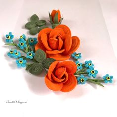 Quilling quillingart roses flower forget me nots florals floralcomposition flowers paper paperart Quilling Images, Paper Quilling Flowers, Paper Quilling Patterns, Paper Quilling Jewelry, Neli Quilling, Quilling Craft, Quilling Designs, Quilling Ideas, Glue Crafts