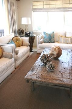 love the mix of pillows and accessories