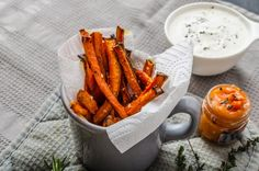 Enjoy this low-calorie fries recipe as a healthy junk food substitute Baked Carrot Fries Healthy Junk Food, Healthy Snacks, Healthy Recipes, Easy Snacks, Healthy Fries, Carrot Fries, Baked Carrots, Food Substitutions, 15 Minute Meals