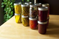 75 Creative Ways To Use Your Preserves - Hobby Farms - Even though your garden isn't producing, make the most of your preserved harvest with these simple preparations. Canning Jar Labels, Canning Recipes, Best Probiotic Brands, Hobbies For Kids, Homemade Dressing, Home Canning, Meals In A Jar, Hobby Farms, Appetizer Dips