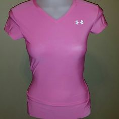 UNDER ARMOUR SPANDEX TOP Beautiful vibrant pink, great for working out, running, walking Under Armour Tops
