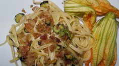 http://lisaricette.blogspot.it/2014/09/linguine-e-zucchine-con-pane-allacciuga.html