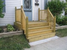 Building mobile home steps is one of the easy home additions. Front Porch Steps, Small Front Porches, Front Porch Design, Decks And Porches, Porch Designs, How To Build Porch Steps, Small Deck Designs, Small Decks, Front Porch Railings