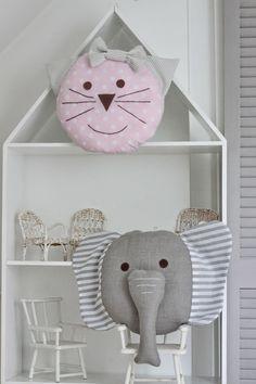 marzę, więc jestem: Poduszkowe pogłowie Dyi Pillows, Cute Pillows, Sewing Pillows, How To Make Pillows, Throw Pillows, Book Crafts, Diy And Crafts, Childrens Cushions, Elephant Theme
