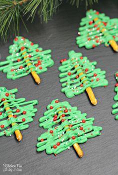 Chocolate Christmas Tree Pretzels : Chocolate Christmas Tree Pretzels kids can make! Christmas Tree Food, Christmas Pretzels, Christmas Candy, Christmas Baking, Christmas Time, Christmas Decorations, Handmade Decorations, Christmas Chocolates, Christmas Tree Cupcakes