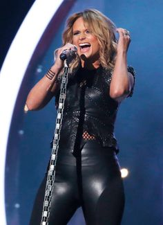 I love her hair color!! Miranda Lambert - Performs Little Red Wagon 57th Grammy's