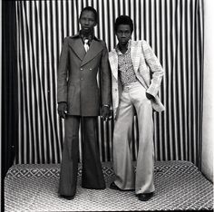 Legendary Malian Photographer Malick Sidibé Dies at 80 Black N White Images, Black And White, White Style, 70s Fashion, Vintage Fashion, Youth Culture, West Africa, Illustrations, First Nations