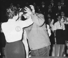 Pablo Neruda junto al Orfeón Universitario de la U.C.V. Caracas, 25-01-1959 (ARCHIVO EL NACIONAL)