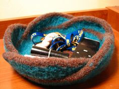 knitted basket - felted mobius basket free knit pattern.....this is a truly fun project