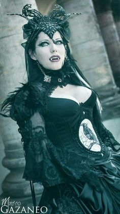 If you're going Victorian-Vampire-Queen - then why not go the whole way? Goth Beauty, Dark Beauty, Steam Punk, Victorian Vampire, Vampire Girls, Vampire Queen, Goth Women, Maquillage Halloween, Gothic Steampunk