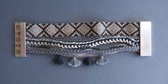 Manchette brésilienne , perles miyuki , bracelet tissé gris et argenté