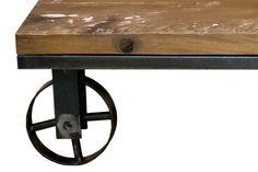 車輪はローテーブルやチェストなどに。
