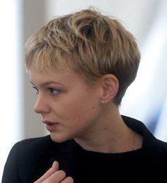 View in gallery corte-de-pelo-pixie-muy-corto Boy Haircuts Short, Latest Short Hairstyles, Short Layered Haircuts, Pixie Hairstyles, Layered Hairstyles, Girls With Boy Haircuts, Short Wedge Hairstyles, Guy Haircuts, Scene Hairstyles