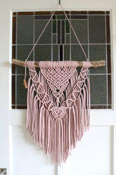 Macrame Design, Macrame Art, Macrame Projects, Diy Craft Projects, Crafts, Macrame Wall Hanging Patterns, Weaving Wall Hanging, Macrame Patterns, Yarn Wall Art