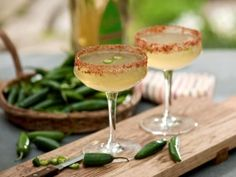 Sauza Hornitos tequila Spicy tequila (to taste) 1 oz. sweet and sour mix Paprika Salt Lime powder Serrano pepper Spicy Margarita Recipe, Jalapeno Margarita, Margarita Recipes, Cocktail Recipes, Margarita Ingredients, Drink Recipes, Skinny Margarita, Healthy Recipes, Hair