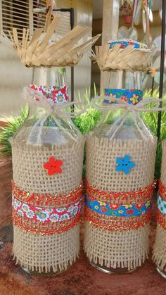 Beautiful souvenirs for Festa Junina I gathered in this post beautiful ideas of Party Favors. Fun Crafts, Diy And Crafts, Arts And Crafts, Wine Bottle Crafts, Bottle Art, Candy Bouquet, Applique Quilts, Decoupage, Burlap