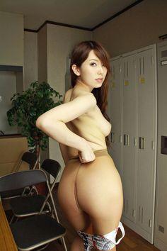 【波多野結衣】ノーパンパンストバドガールのベージュパンスト脚(画像40枚)