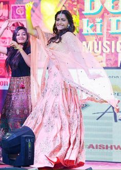 Sonam kapoor dolly ki Doli promotion clothes fashion