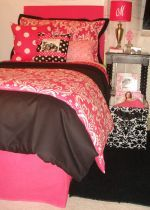 Black and Hot Pink Damask Twin/TXL Dorm Bedding Set.  Just saw this company on GMA... cute dorm room bedding/decorating items.