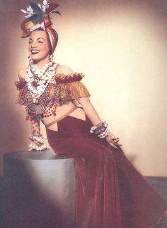 """Atriz. Quadro de divulgação do filme """"Serenata Tropical"""", de 1940, com a estrela Carmen Miranda"""