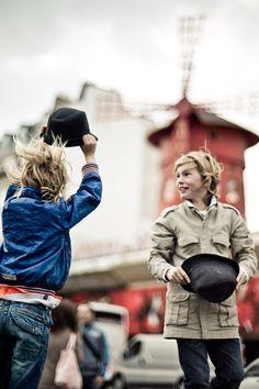Crédit : Yanidel Moulin Rouge Paris, I Love Paris, Color Of Life, Kids Playing, Street Photography, Couple Photos, My Love, Classic, Pictures