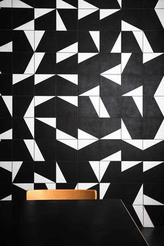 Mutina Puzzle in Black and White Floor Patterns, Tile Patterns, Textures Patterns, Print Patterns, Wall Textures, Floor Design, Tile Design, Pattern Design, Black And White Quilts
