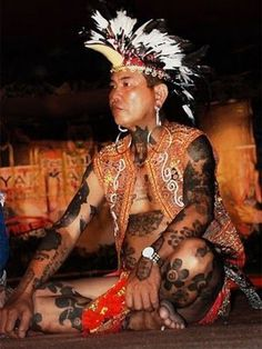 A traditional Iban tattoo Iban Tattoo, Tattoo Ink, Girl Back Tattoos, Anthropology, Cool Tattoos, Body Art, Captain Hat, Borneo Tattoos, Amazing